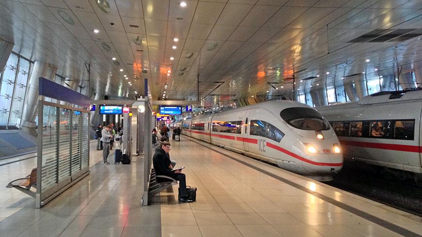 Departure platform at Frankfurt Fernbahnhof